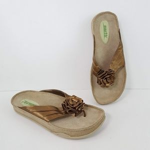 {Kalso Earth} Bronze Leather Rose Thong Sandals for sale